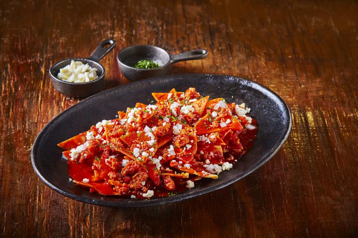 Chilaquiles rojos con chorizo