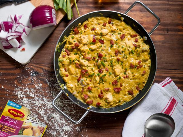 Crema de Papa y Tocino MAGGI® con pollo y curry