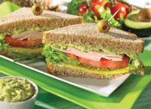 Sándwich con dip de aguacate