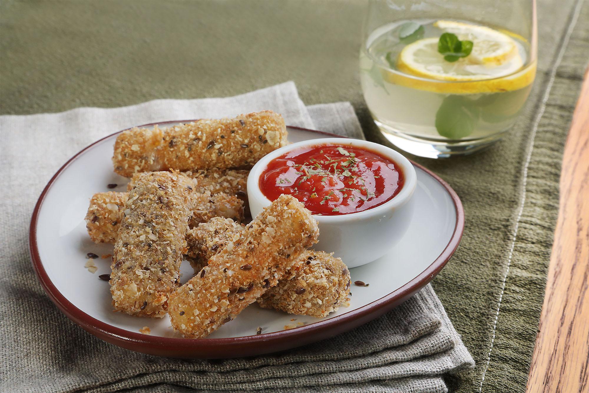 Bastoncitos de mozzarella con dip de tomate