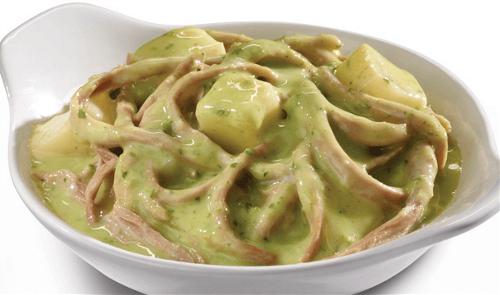 Carne deshebrada con papas en salsa de cilantro