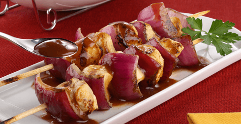 Brochetas de pollo con salsa de tamarindo y chile