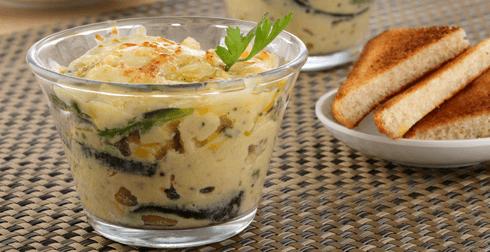 Huevos al plato con elotes y rajas