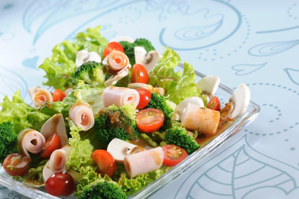 Ensalada de jamón y brócoli