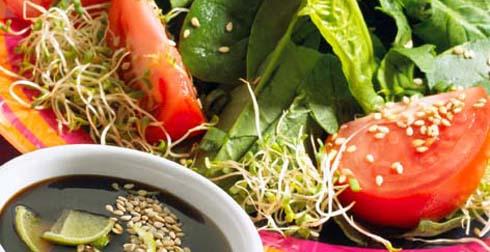 Ensalada de espinacas y ajonjolí