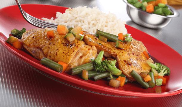 Pollo al vapor con verduras