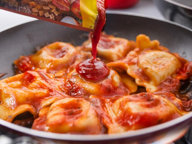 Raviolis de hongos con salsa de tomate Tres Quesos MAGGI®