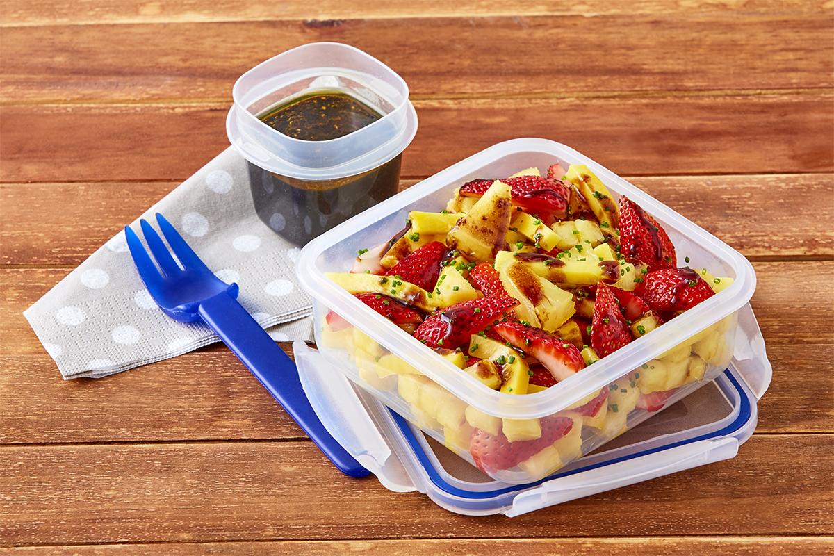 Ensalada de mango y fresa con vinagreta de jengibre