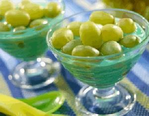 Gelatina sabor a limón con uvas deslactosada