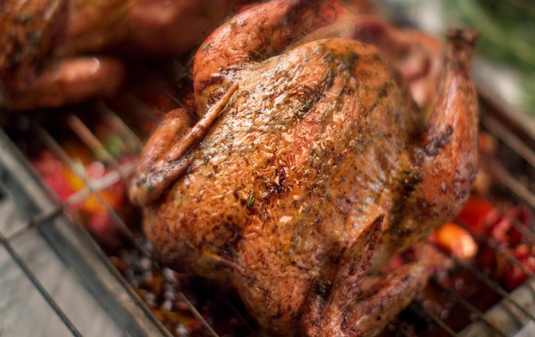 Pollo Especiado Sobre Vegetales