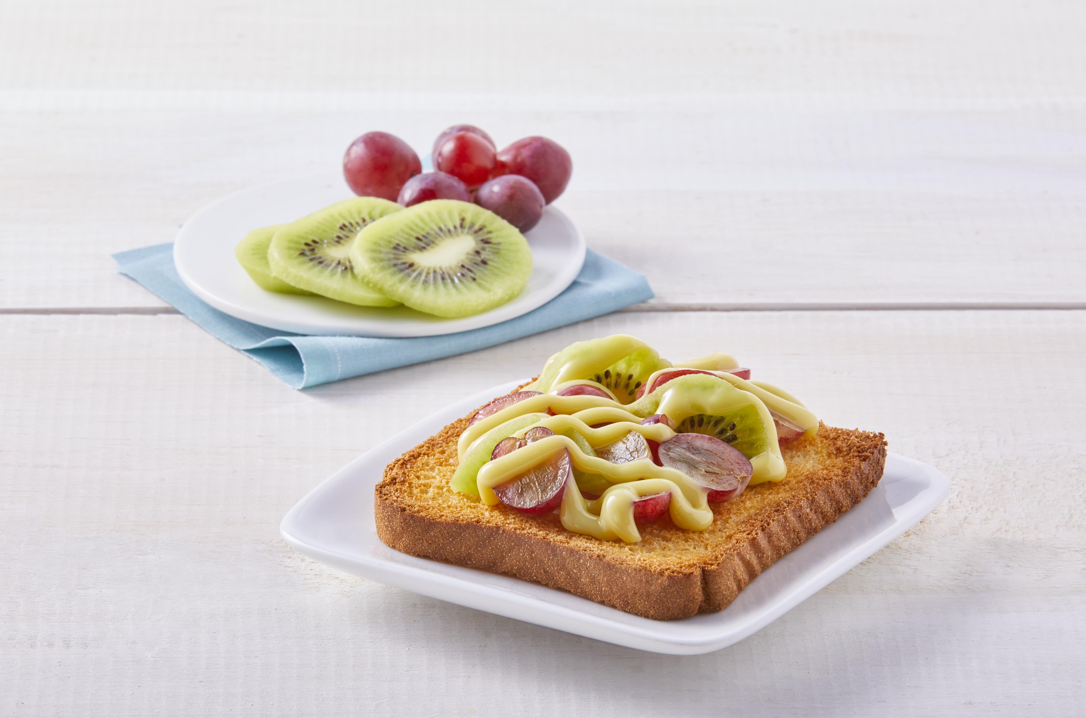 Pan de tostado con fruta