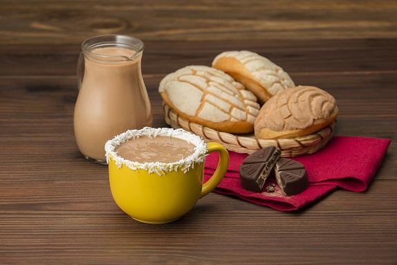 Atole de Chocolate Abuelita® y coco
