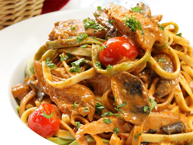 Espaguetis en salsa de atún