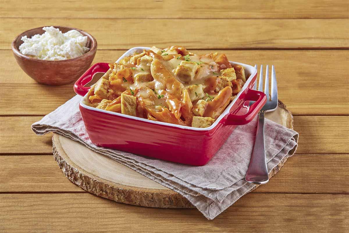 Molde de pasta con salsa deslactosada de 2 chiles