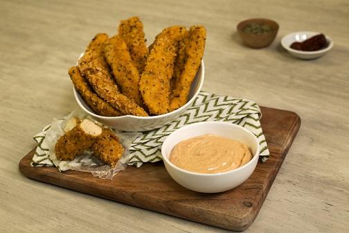 Tiras crujientes de pollo con dip de chipotle