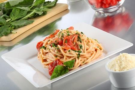 Espagueti cremoso con jitomates deslactosado
