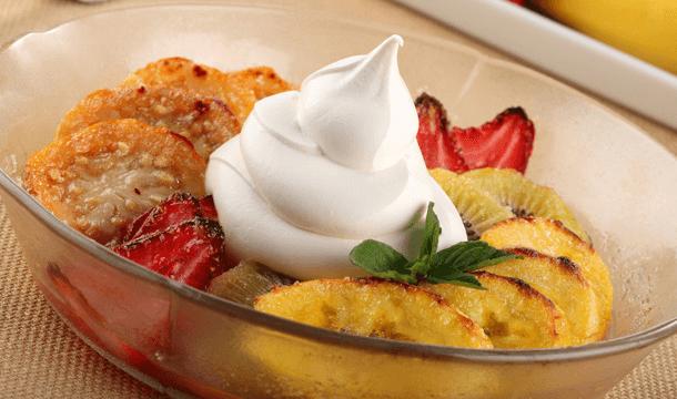 Frutas al horno con crema