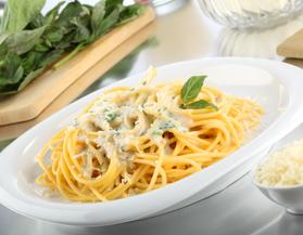 Spaghetti a la crema de albahaca