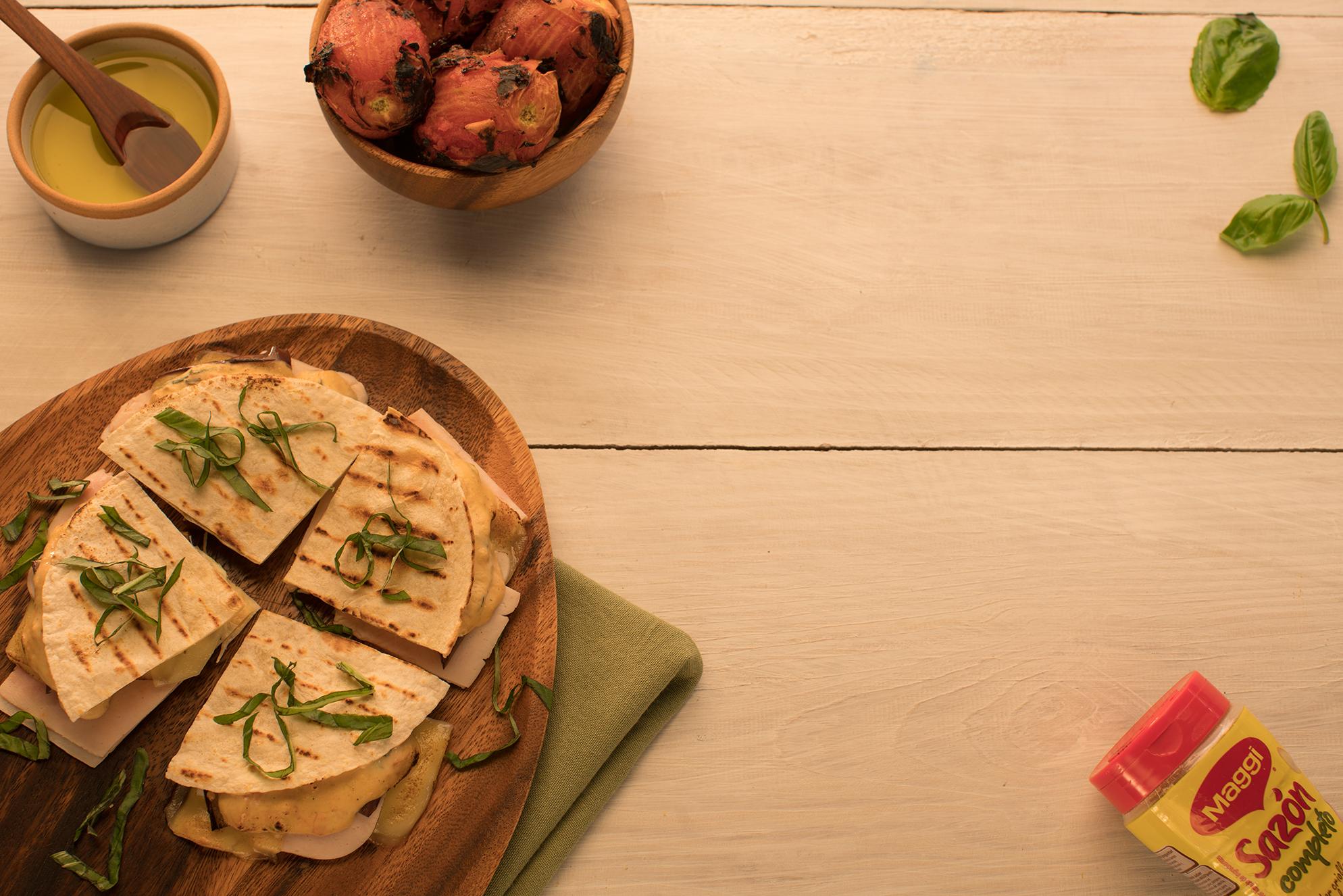 Quesadilla de Berenjena con Crema de Tomates
