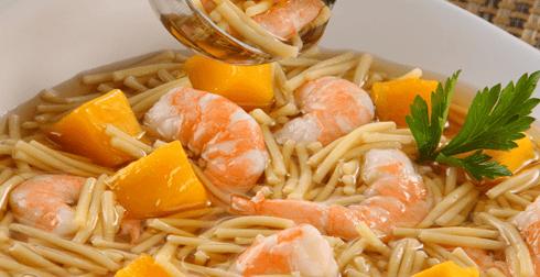 Sopa con Camarones, Fideos y Mango