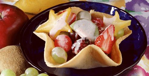 Canastitas con frutas y salsa de yoghurt