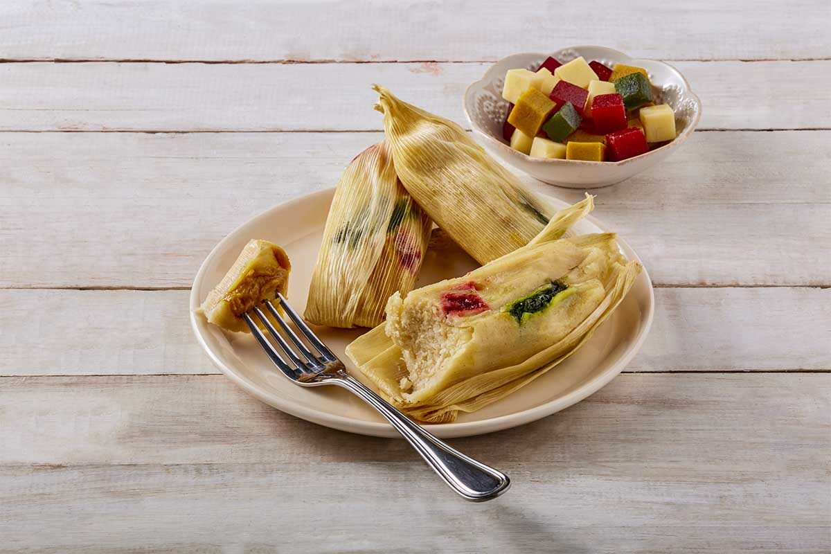 Tamales de ate con queso