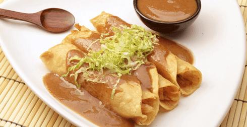 Tacos de pollo con salsa de tamarindo