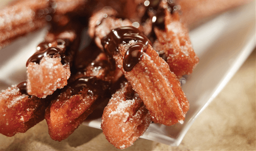 Churros con salsa de chocolate