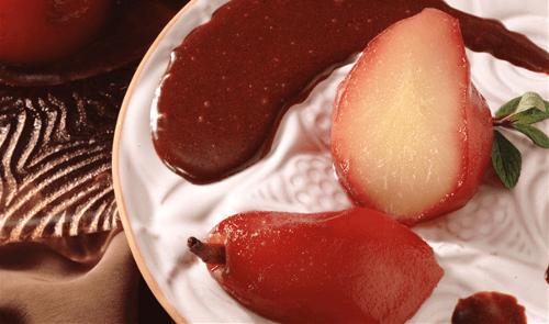 Peras en salsa de fresa