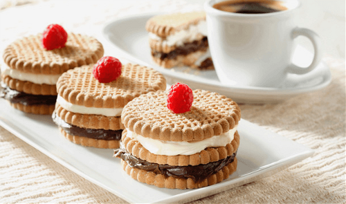Pastel de galletas de canela bicolor