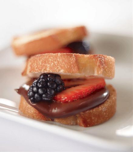 Bocaditos de pan con frutos rojos