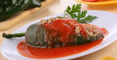 Chiles rellenos en salsa de jitomate