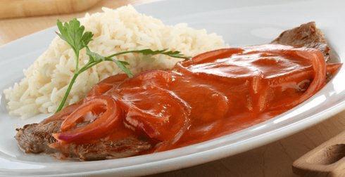 Bistec en salsa roja
