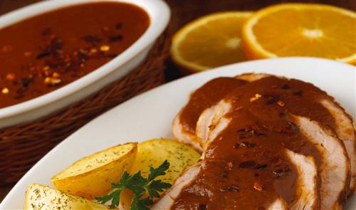 Lomo de cerdo en salsa de guajillo y naranja