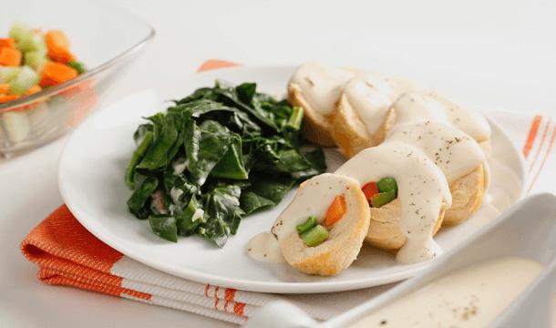 Pechuga rellena de verduras con crema de papa