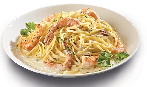 Spaghetti con camarones en salsa de queso