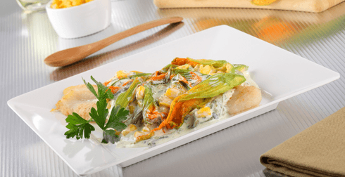 Filete con rajas y flor de calabaza