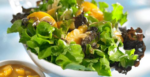 Ensalada con Salsa de Mango y Durazno