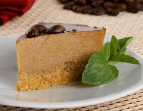 Pastel de queso y café