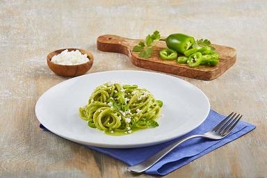Spaguetti con salsa de jalapeño y cilantro
