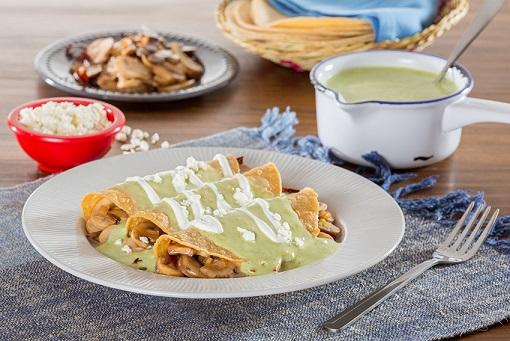 Enchiladas de champiñones con salsa poblana ligera
