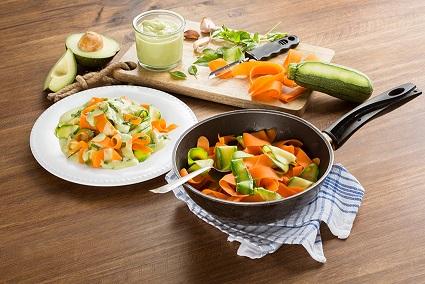 Espagueti de vegetales en salsa de aguacate