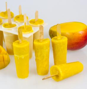 Paletas de Mango Rellenas de Leche Condensada