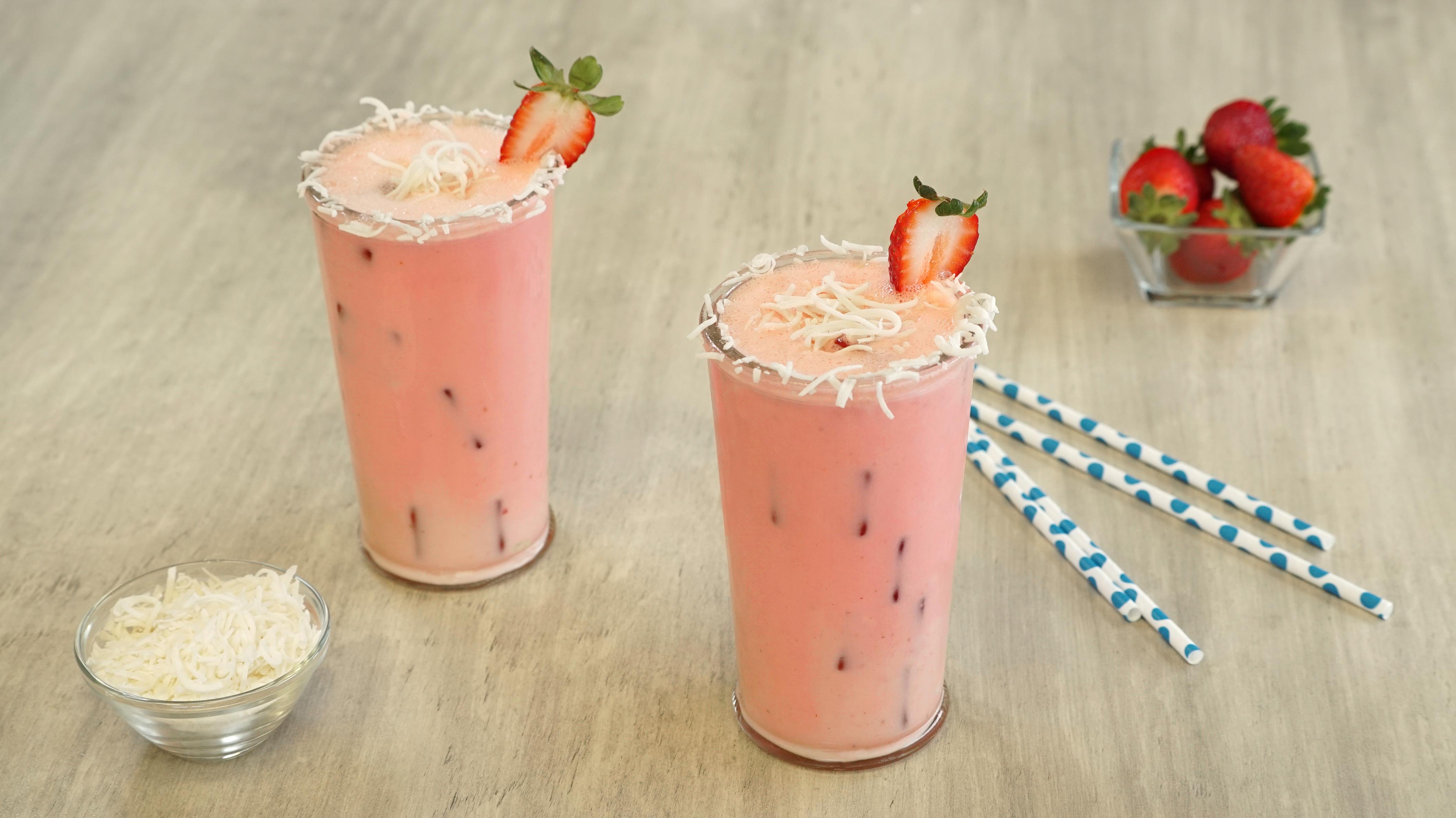 Agua de coco y fresa