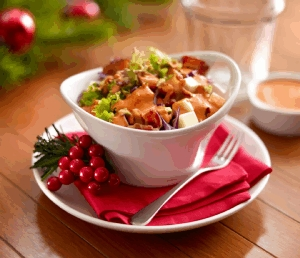 Ensalada con aderezo de pimiento y pistache