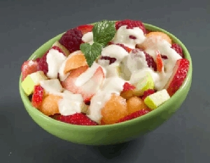 Ensalada de frutas con salsa de mango