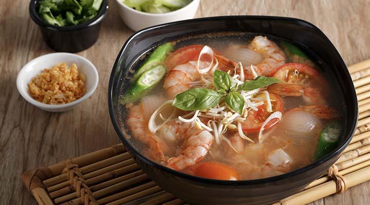 Vietnamese-Style Sour Prawn Soup