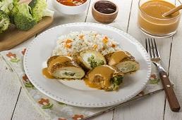 Rollo de pollo con salsa cremosa de chabacano