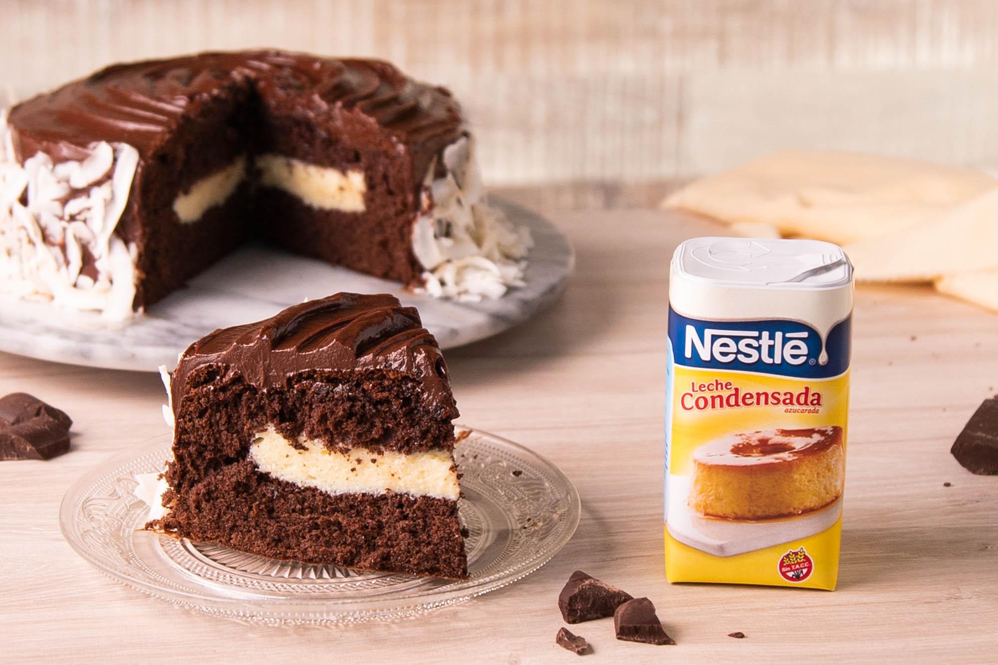 Torta de Cacao con relleno de leche condensada