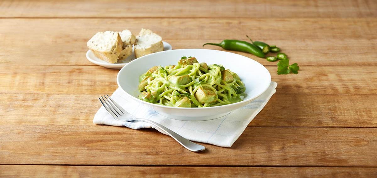 Espagueti en salsa de cilantro y jalapeño